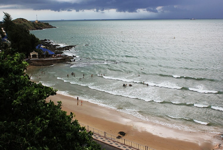 vong nguyet beach in vung tau