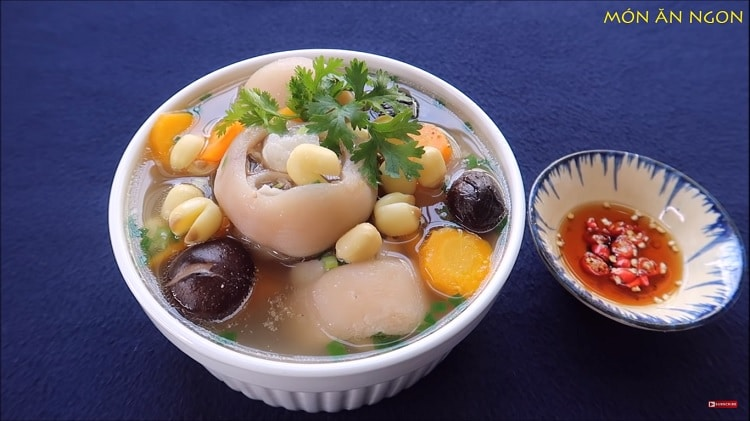 pig trotter soup with lotus seed recipe in vietnam
