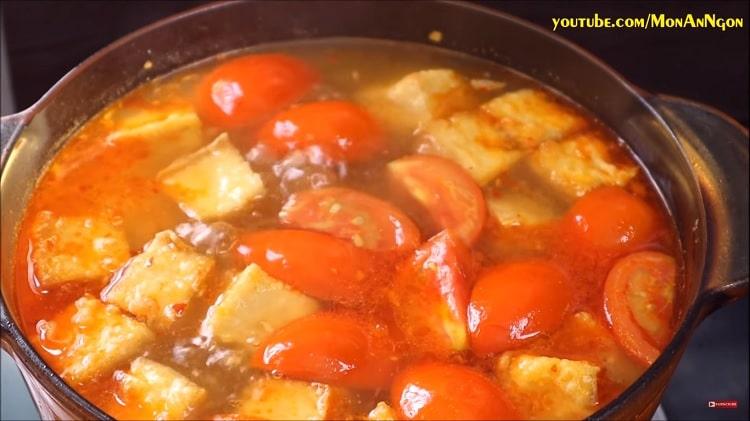 snail rice noodle soup in hanoi, vietnam